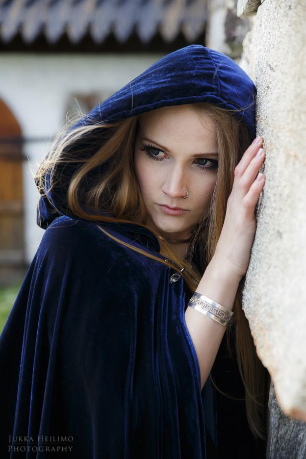 "Model: <A HREF=""http://frillycakes.blogspot.fi/"" target=""_blank"">Saija Sasetar</A>"